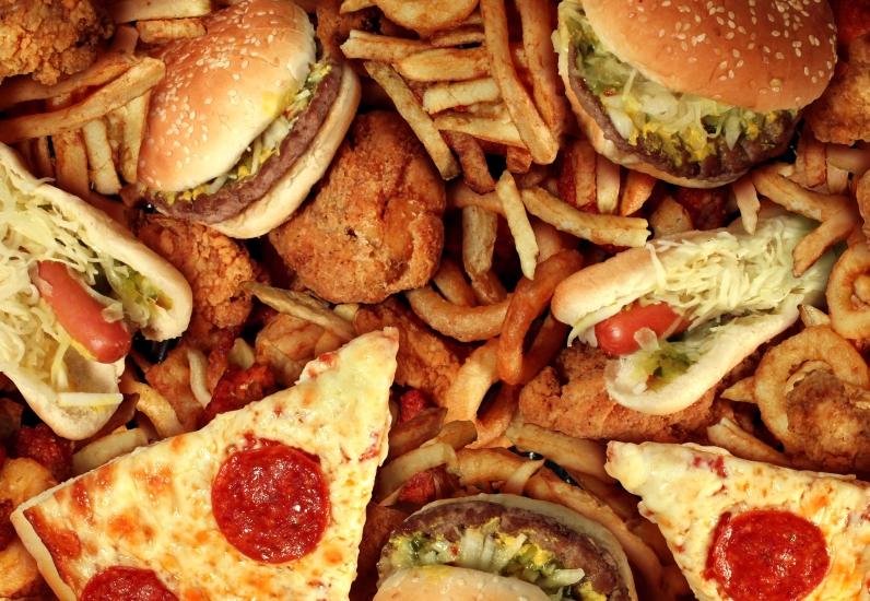 ylensyönti illalla pilaa dieetin
