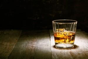viskiä lasissa