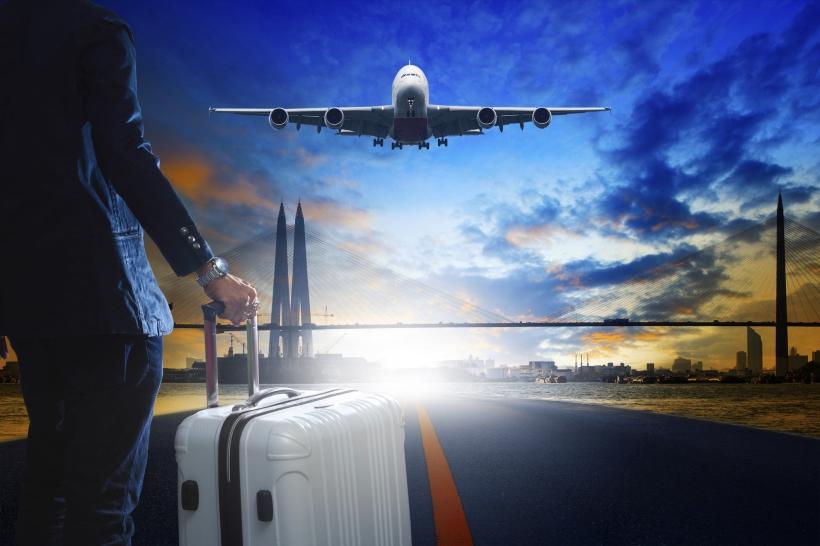 bisnesmies ja lentokone