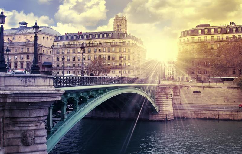 Pariisin kadut auringonnousussa