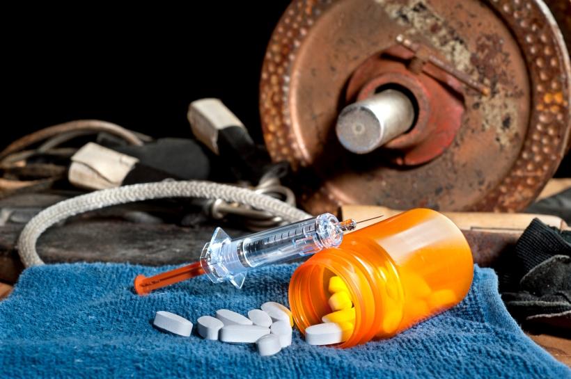 anaboliset steroidit ja käsipainoja