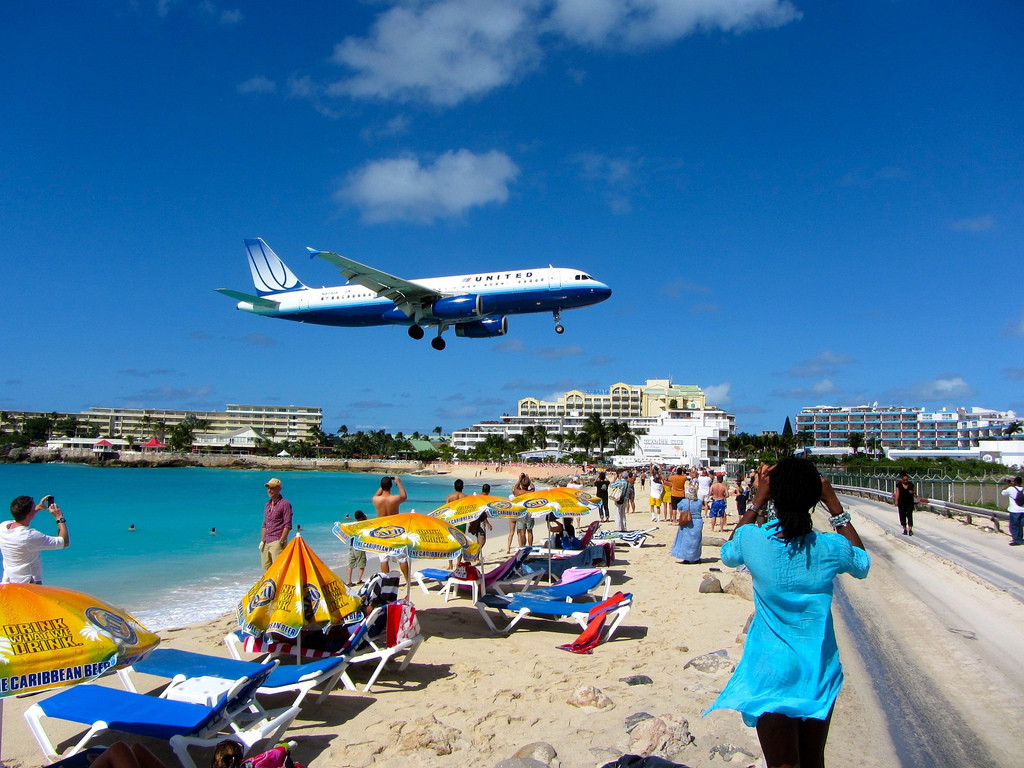 Maho Beach on turistien suosikkiranta