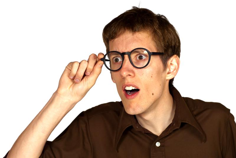 silmälasit tekevät fiksun näköiseksi